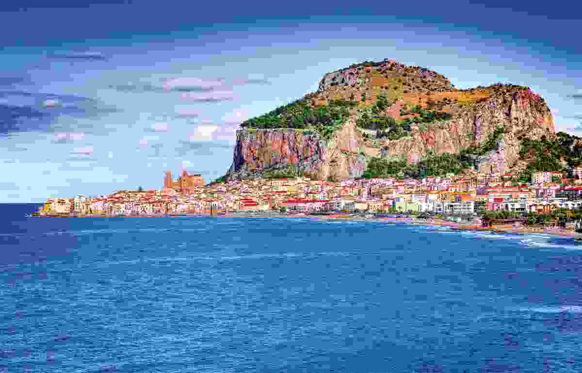The coast of Cefalù (Dreamstime)