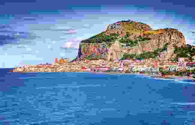 The coast of Cefalù (Dreamstime)