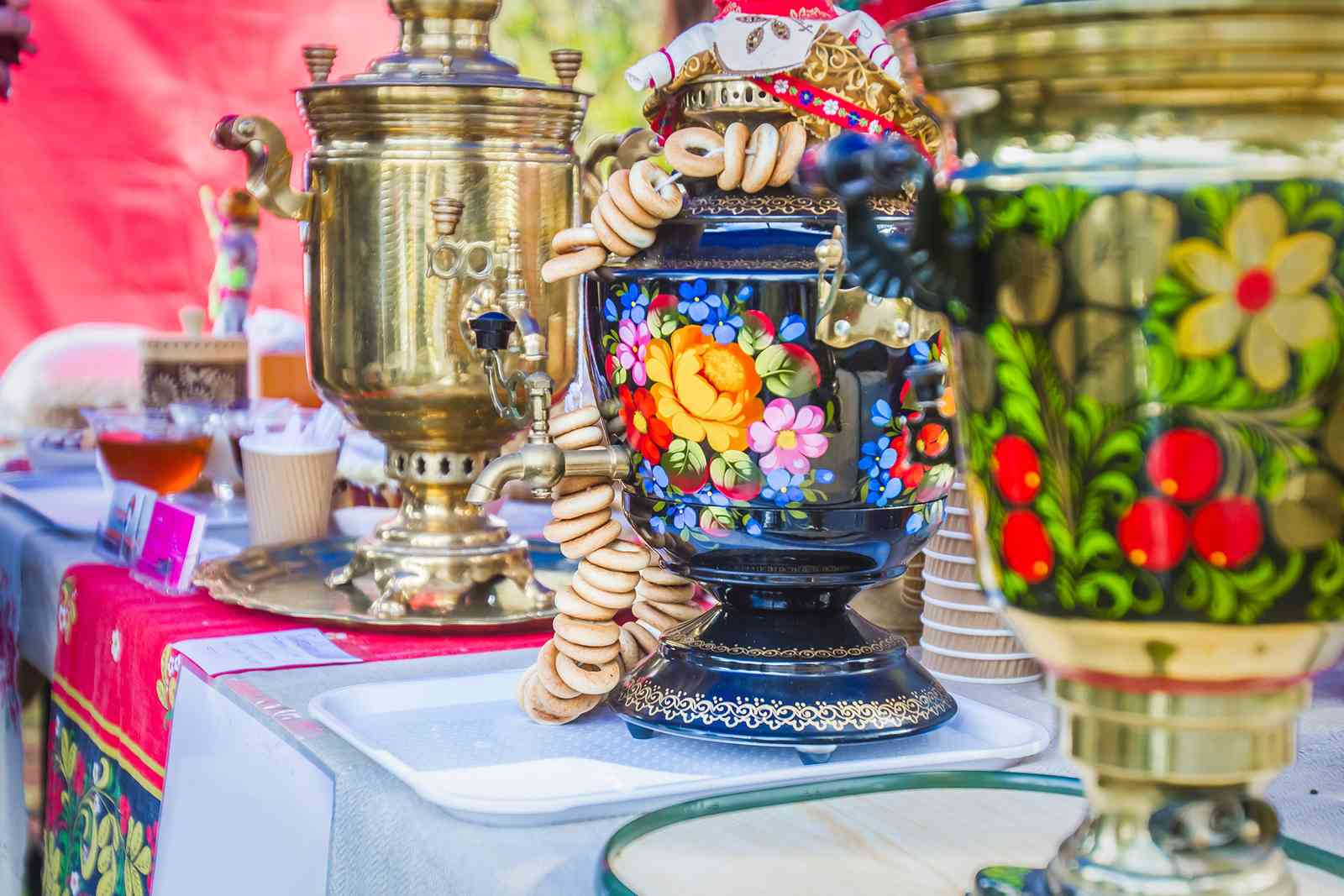 Traditional samovars in Russia (Shutterstock)