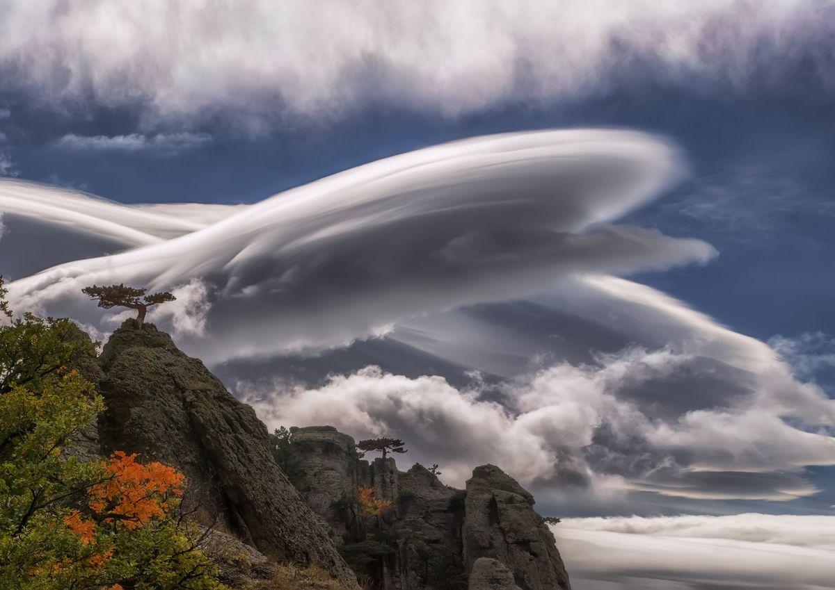 Cloudy UFO, Crimean Peninsula, Demerdzhi Mountain, Ukraine (Elena Pakhalyuk)
