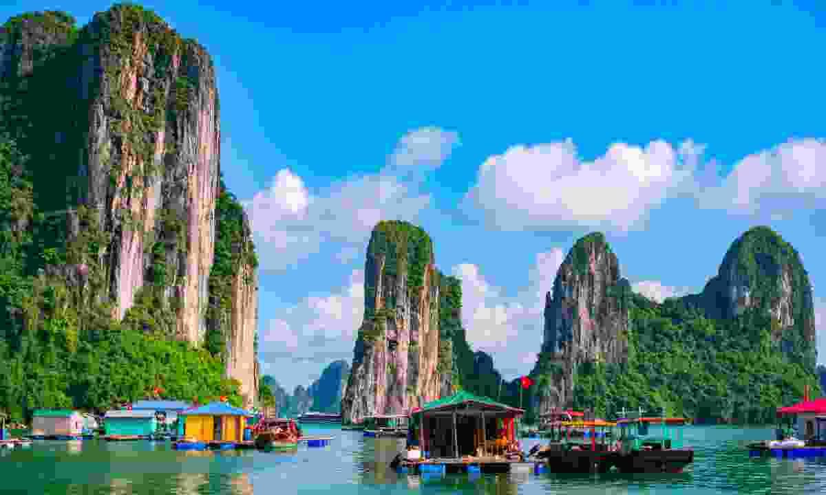 Floating fishing village in Halong Bay (Dreamstime)