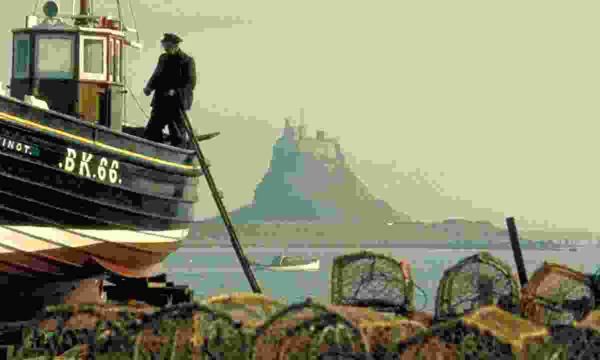 Holy Island from fishing port (VisitNorthumberland)
