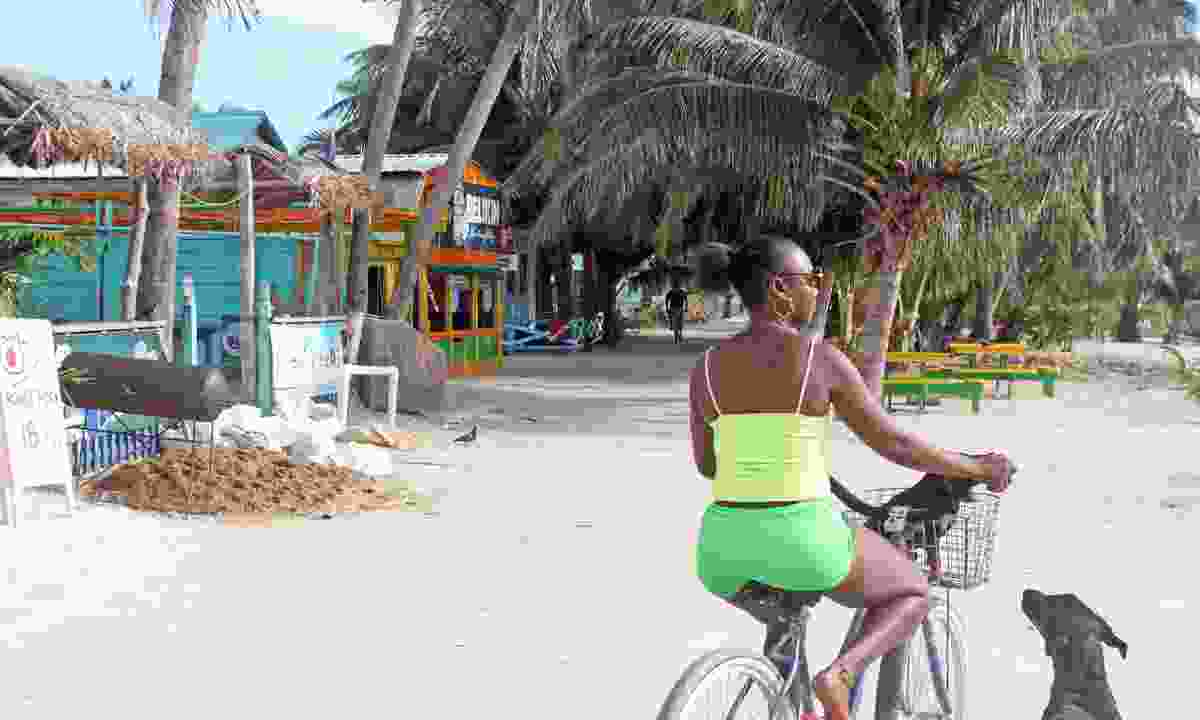 Cycling along the beach of Caye Caulker (Dreamstime)