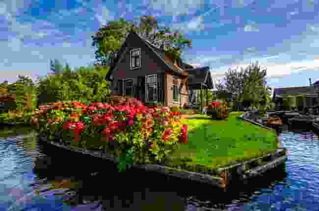 Get around Giethoorn in The Netherlands by boat (Shutterstock)