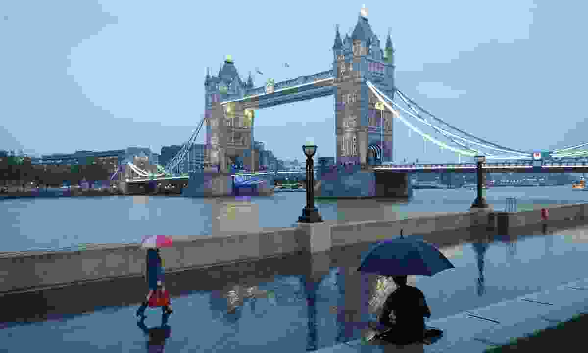 Be prepared for the unpredictable weather in London (Shutterstock)