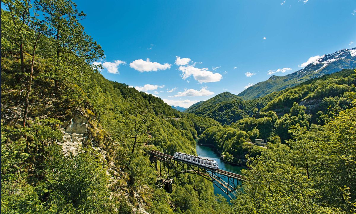 On track in Switzerland: 5 reasons you should explore using public transport