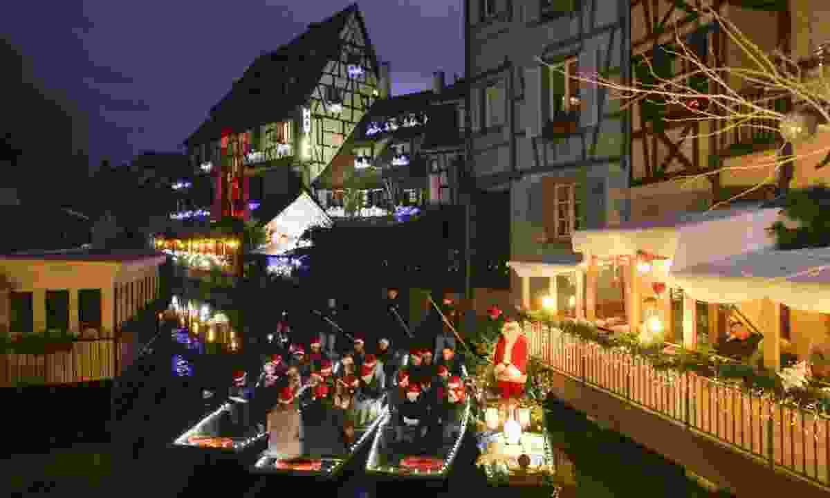 Carols by boat. Cool. (Colmar Tourisme)