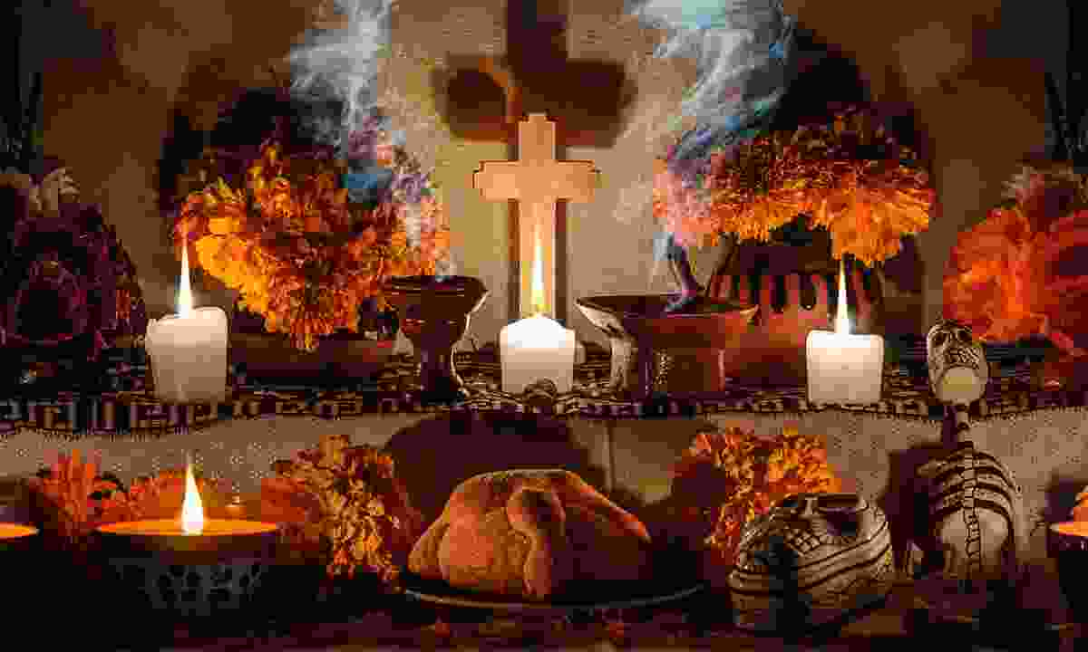Mexican Day of the Dead altar (Dreamstime)