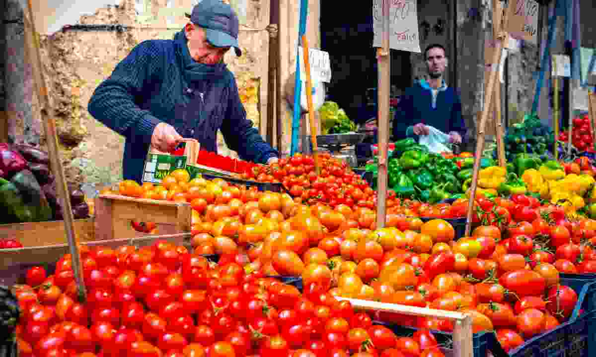 Grocery stall at Ballarò market (Dreamstime)