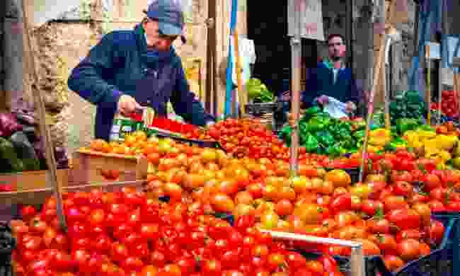 Grocery stall at Ballarò market (Dreamstime)