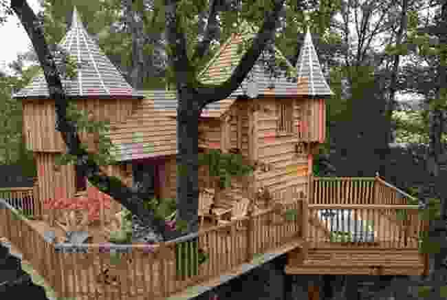A 'Castle in the Trees' (Chateaux dans les Arbres)