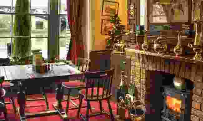 The Greyhound Inn, Longford