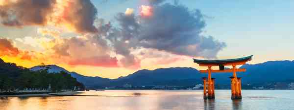 Itsukushima shrine (Dreamstime)
