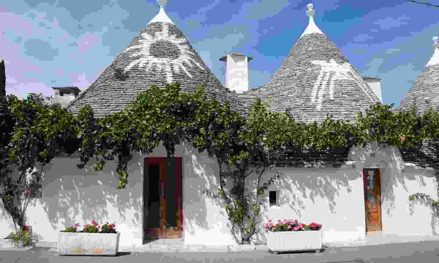 Mysterious symbols on the roof of Trulli buildings in Alberobello (Dreamstime)