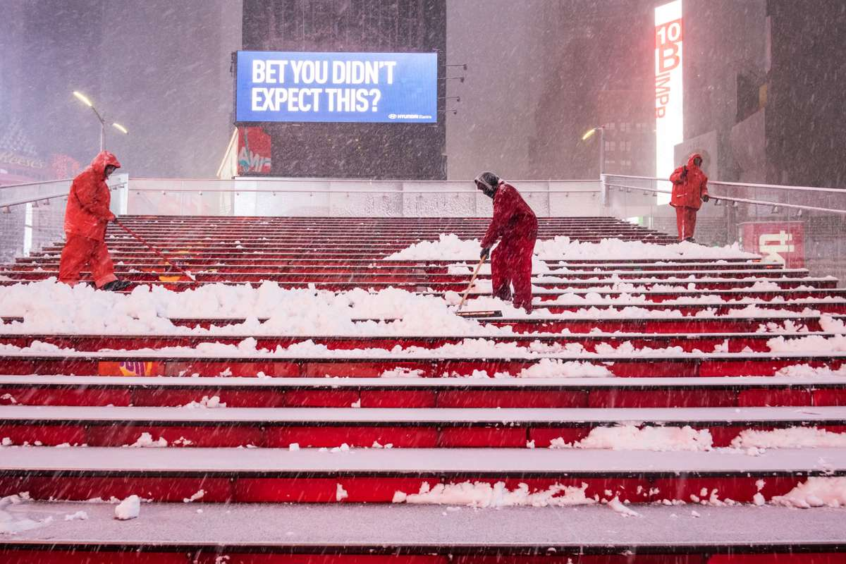 Cleaning up in Times Square, Manhattan (Richard Koek)