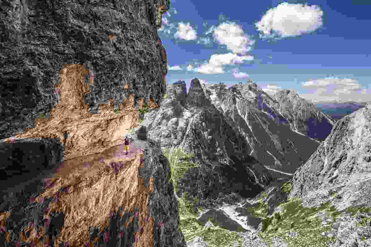 Negotiating the exposed ledges along Strada degli Alpini (James Rushforth)