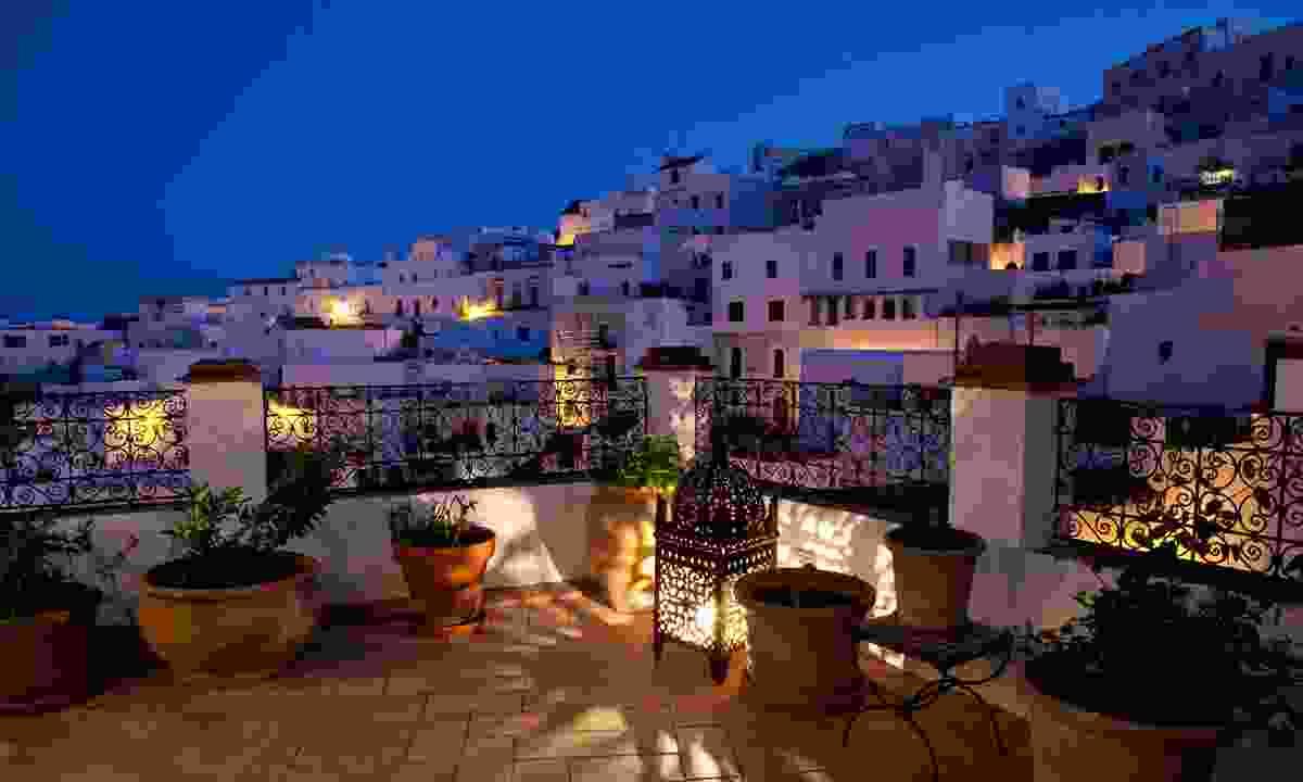 Night view of la Casa Del Califa (Inntravel)