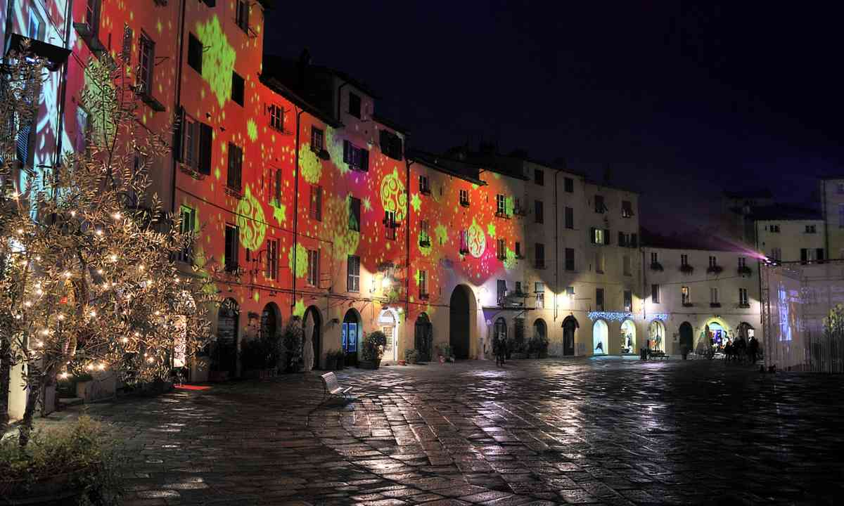 Christmas illuminations in Lucca (Dreamstime)