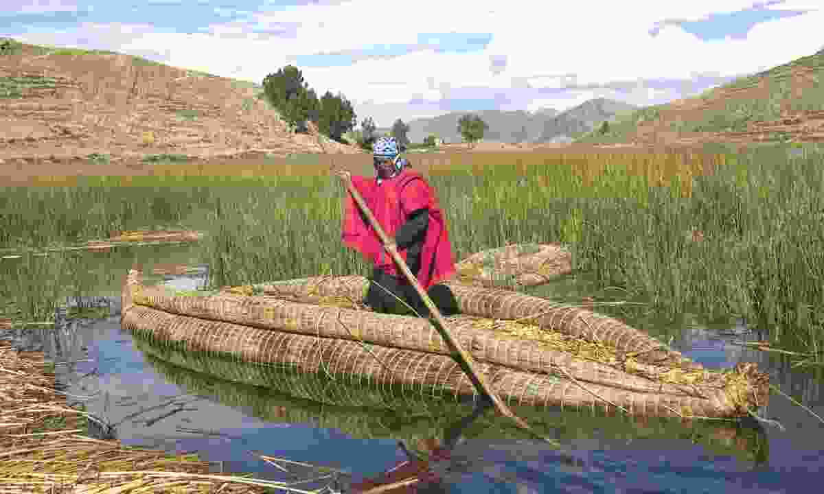 Urus-Iruitos man in his reed boat on Lake Titicaca (Dreamstime)