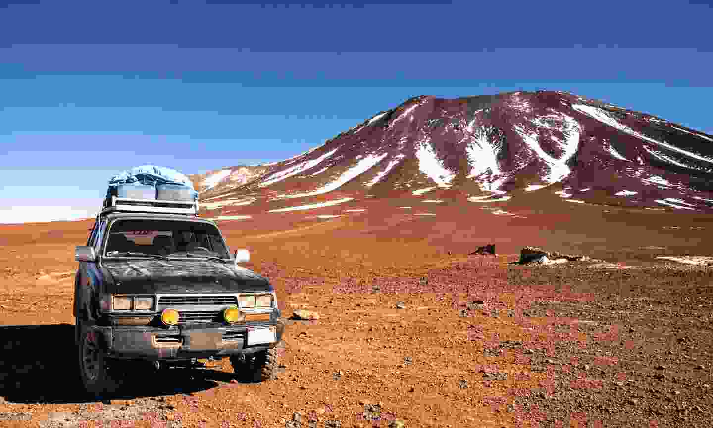 Off-road vehicle in the middle of Peruvian highlands (Dreamstime)
