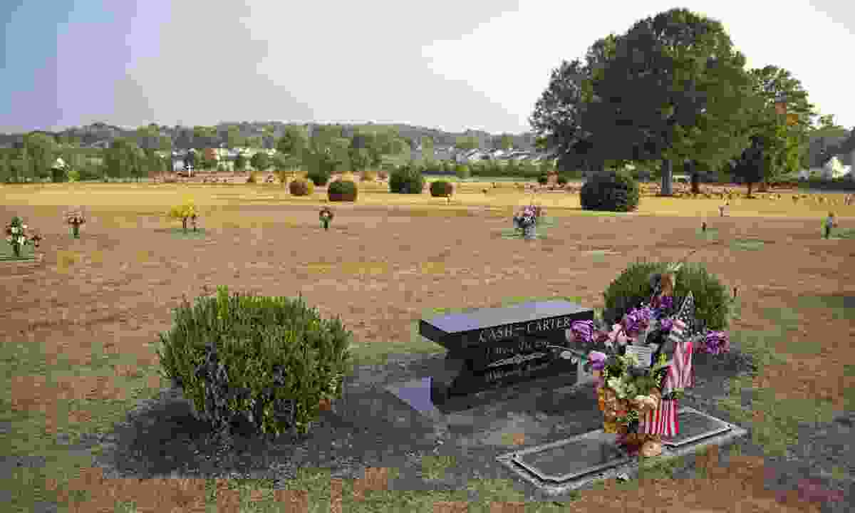 The grave of Johnny Cash and his wife June Carter in Hendersonville (Dreamstime)