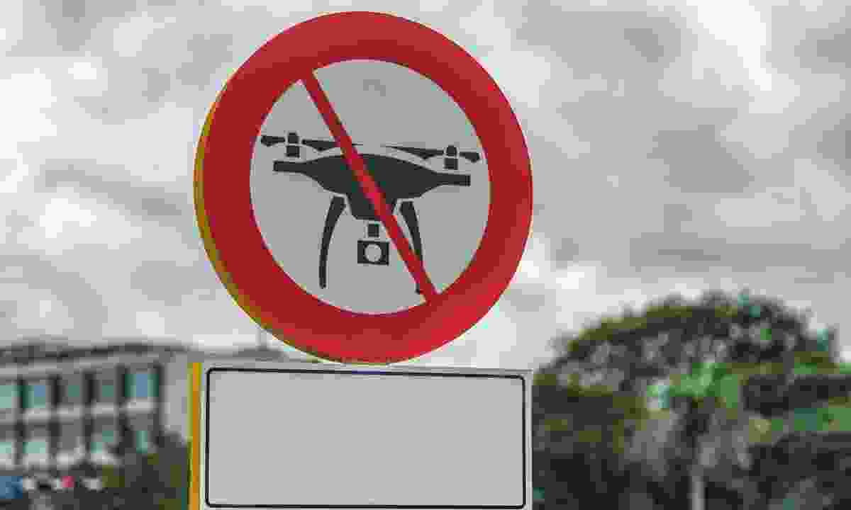 A 'no drones' sign on display in Cuba (Dreamstime)