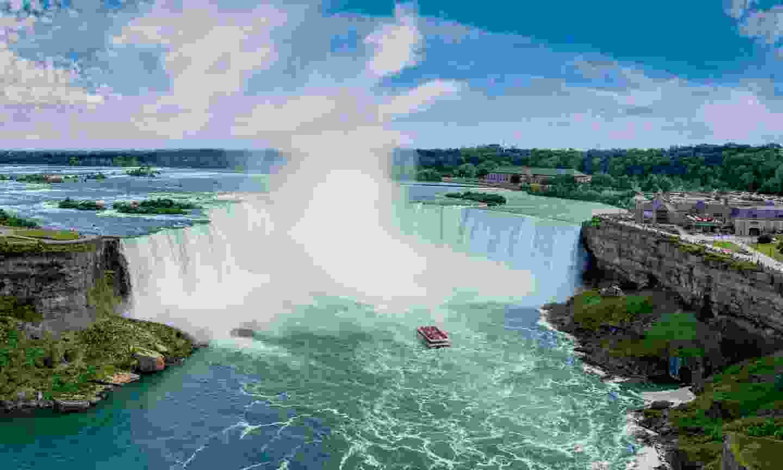 Horeshoe Falls Hornblower Niagara Cruises (TrailFinders)