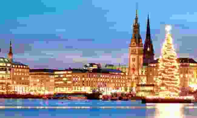 Hamburg's Christmas Market glittering across the square (Shutterstock)