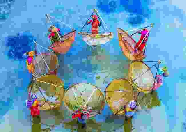 Colourful fishing West Bengal/Jharkhand border, India (Debasish Chakraborty)