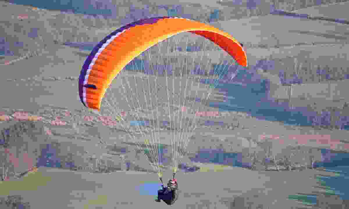 Paragliding in the Brecon Beacons (Dreamstime)