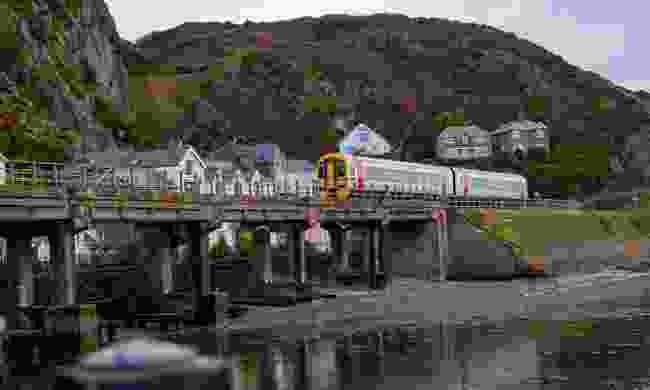 Train coming into Barmouth (Shutterstock)