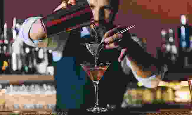 Barman preparing a cocktail (Shutterstock)