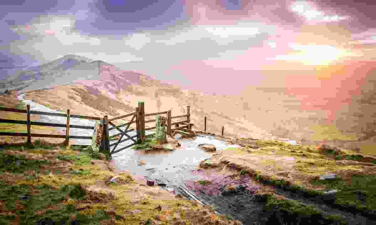 Sunrise on The Great Ridge, Peak District (Dreamstime)