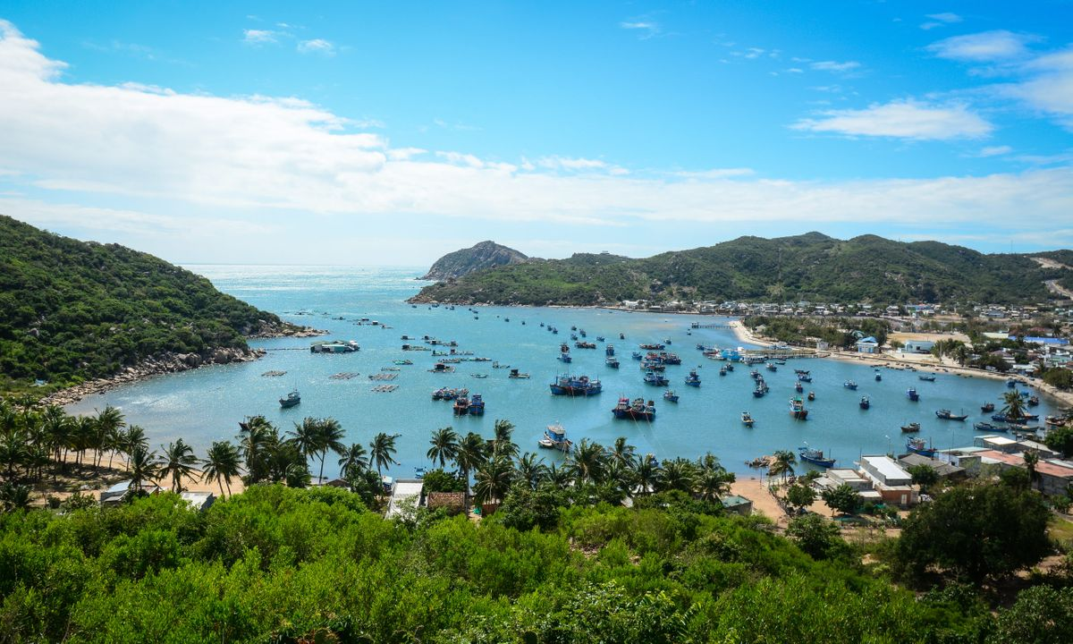 Vinh Hy Bay (Dreamstime)