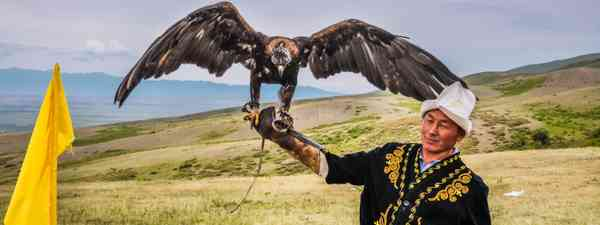Eagle hunter in Kyrgyzstan (Dreamstime)