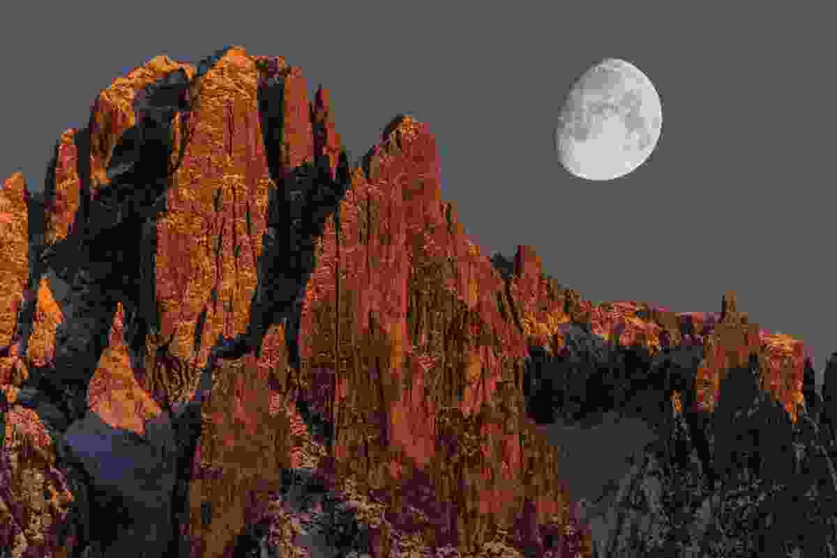 Sassolungo and the moon (James Rushforth)