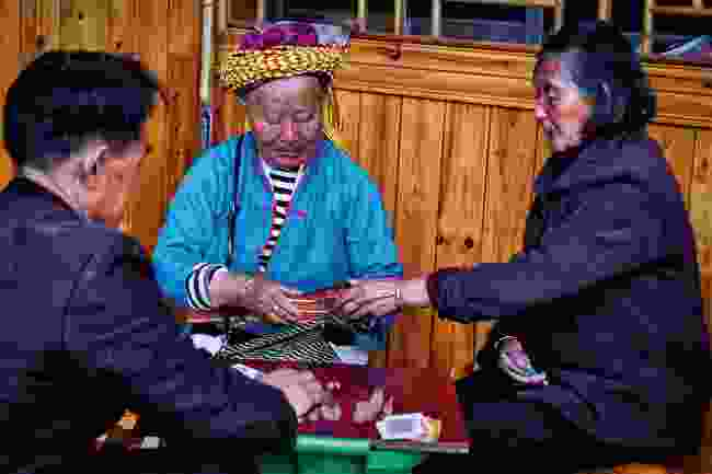 Huaiyao locals playing card games (Shutterstock)