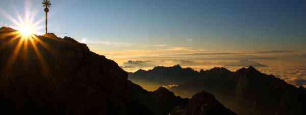 Zugspitze Sonnenaufgang (TZA Frozen Lights)