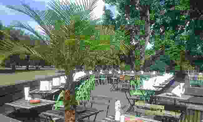 The Pub On The Park in Hackeny is just that - a garden backing right onto the huge green space (Pub On The Park)