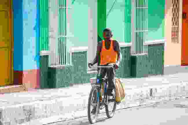 Cycling in Cuba (Mabelin Santos/Shutterstock)
