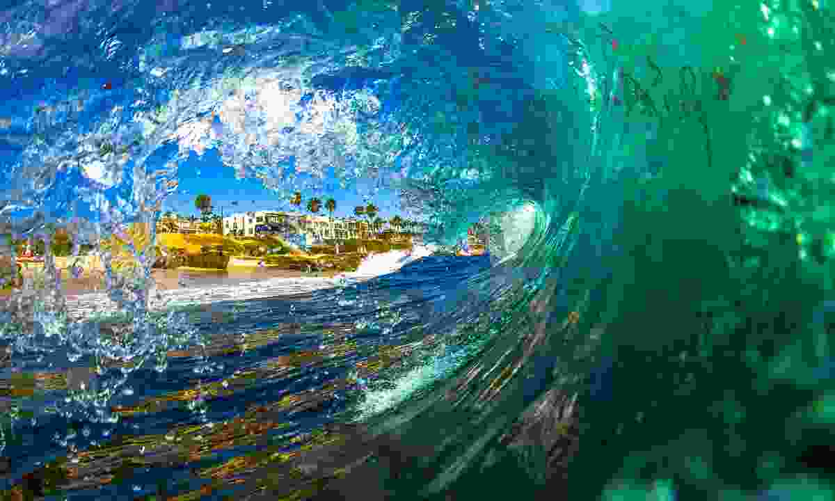 A large shorebreak wave at Windansea, La Jolla, near San Diego (Dreamstime)