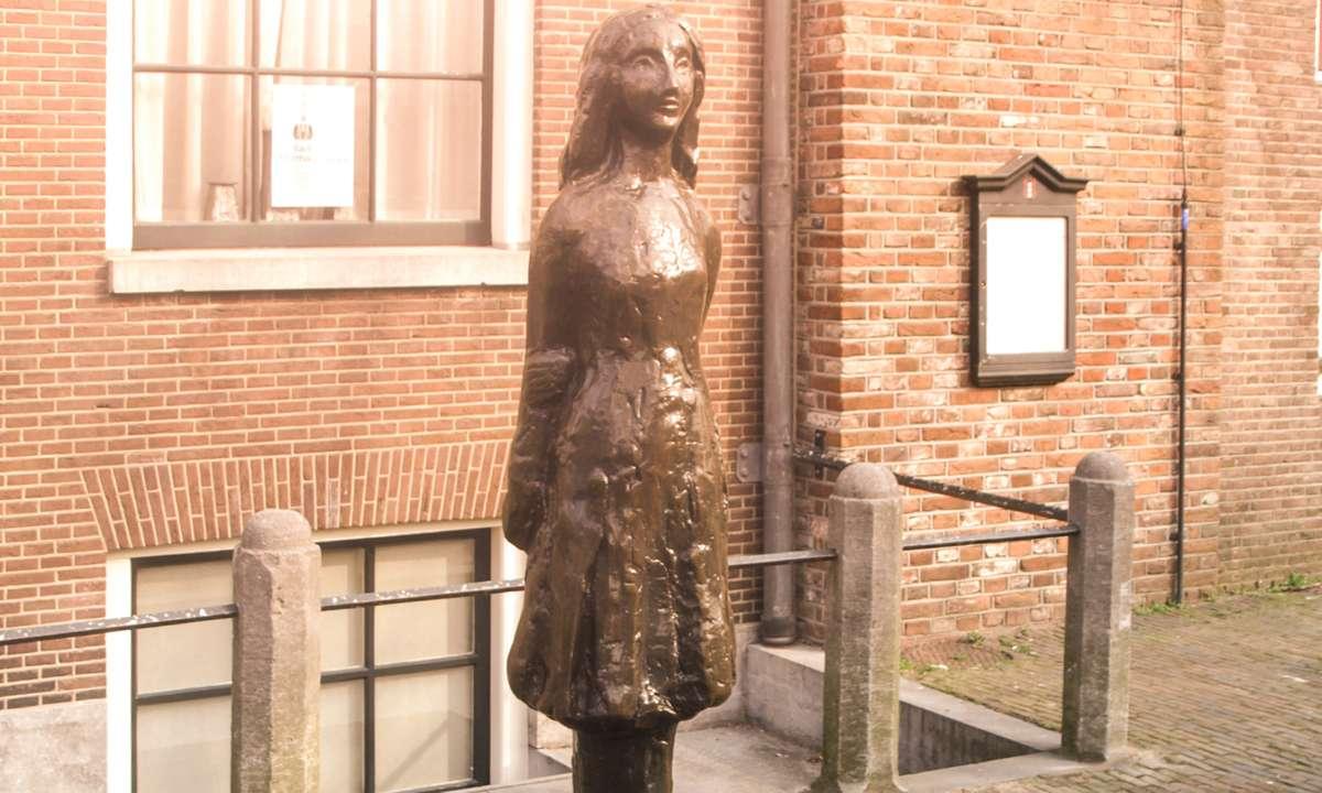 Anne Frank statue, Amsterdam (Dreamstime)