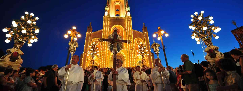 Ghajnsielem procession (Beautiful Destinations)