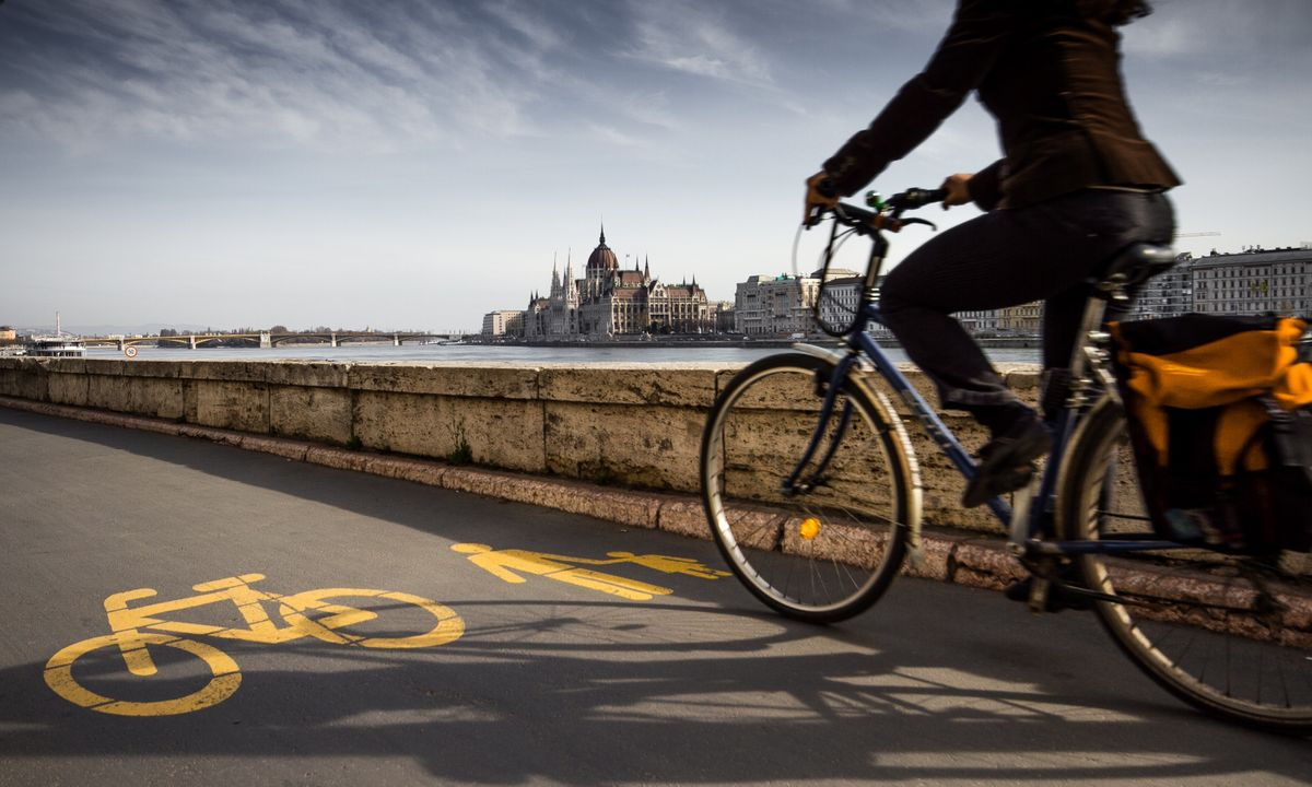 Cycle track to the shore of Bud (Shutterstock)