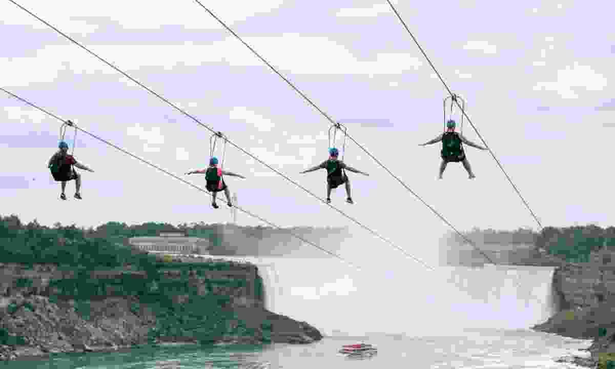 Niagara zipline (TrailFinders)