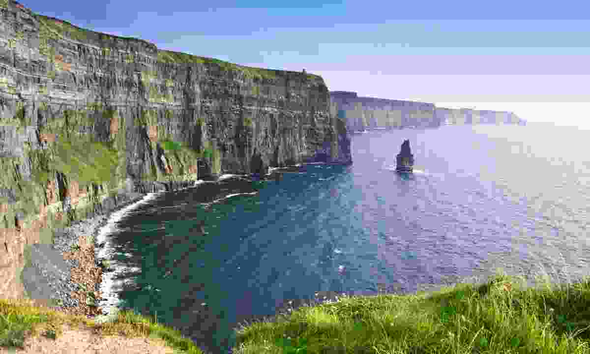 Evening sunset over the cliffs of Moher (Dreamstime)