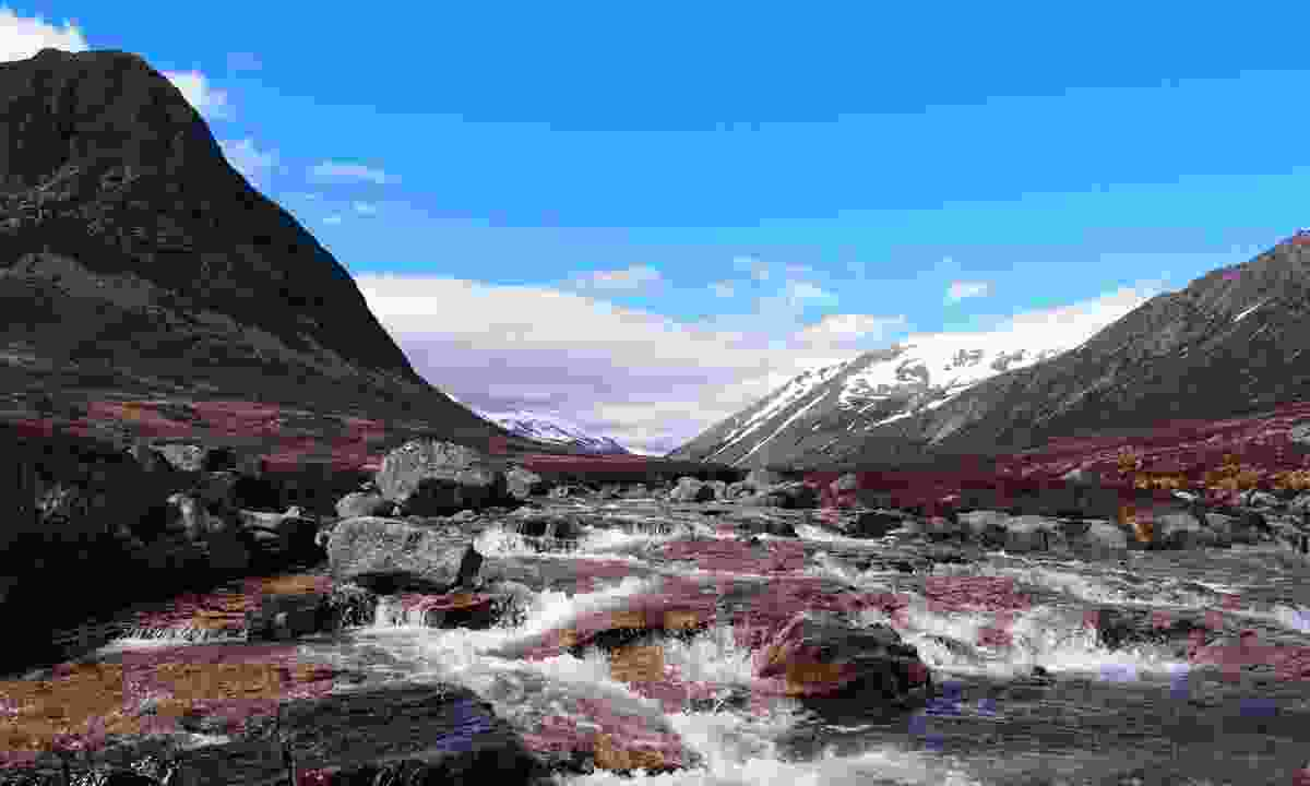 View of Lairig Ghru from River Dee (Dreamstime)