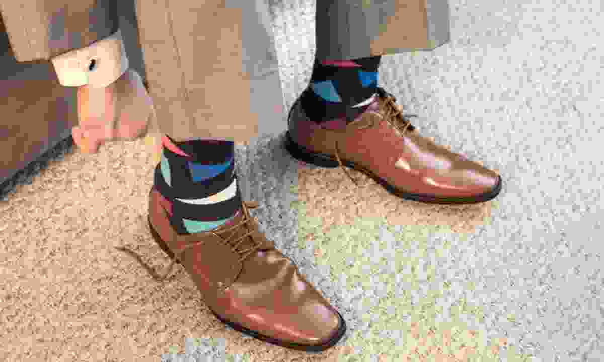 Man putting on shoes (Dreamstime)