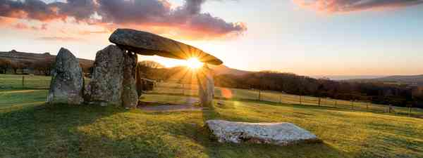 Sunset over Pentre Ifan (Dreamstime)