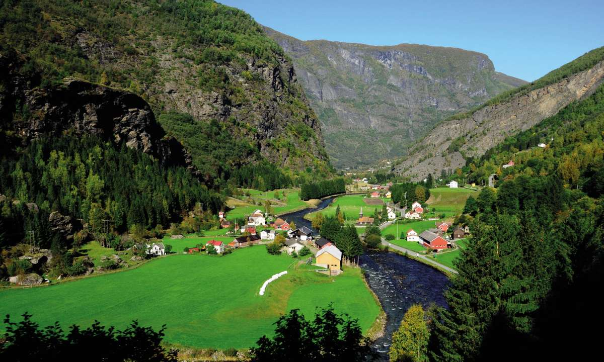 Explore Norway's countryside landscapes (Discover The World)